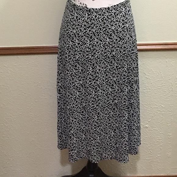 MAGGIE L Dresses & Skirts - EUC Black & White Stretch Skirt